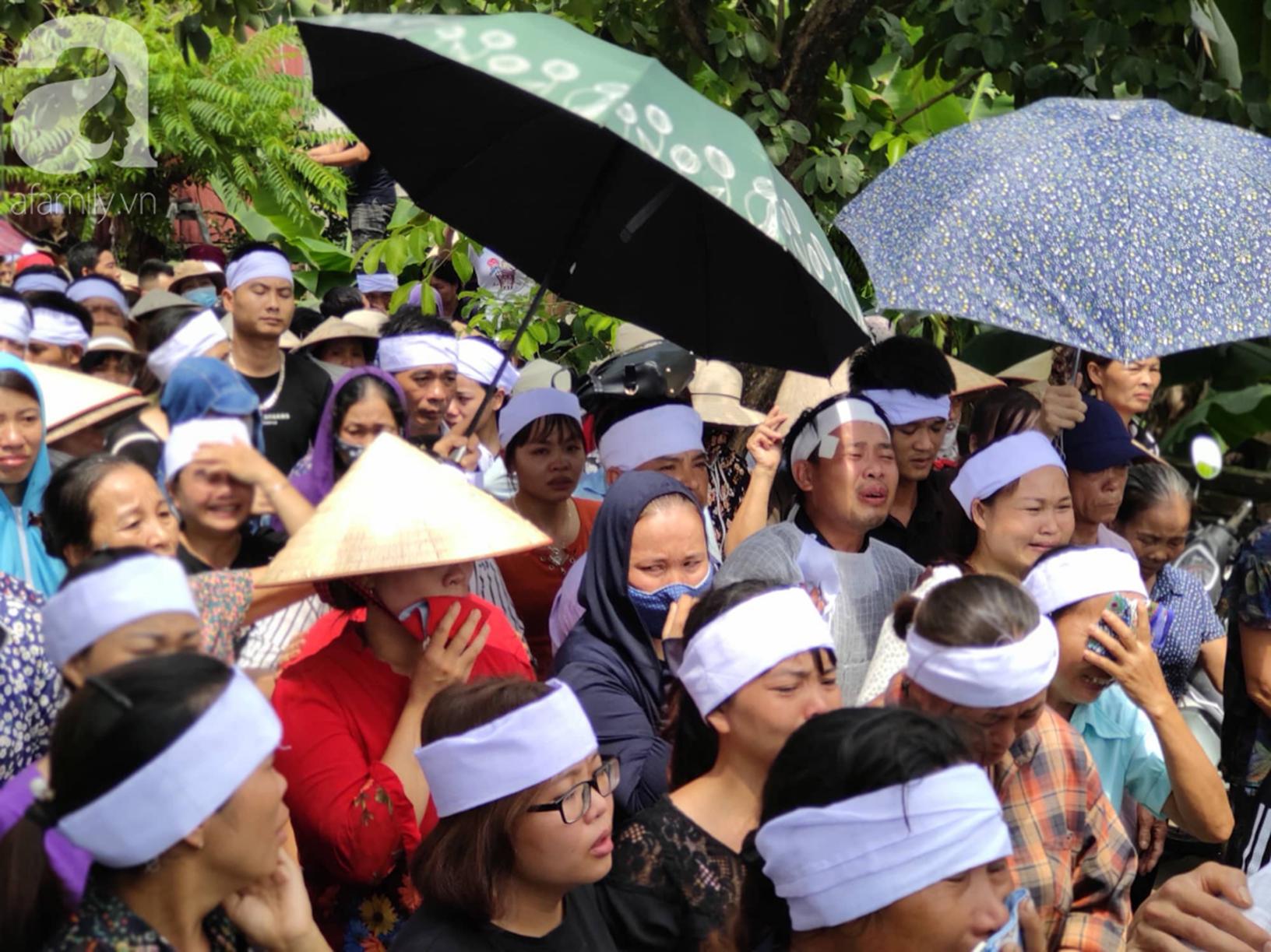 Hình ảnh đau xót: Hàng trăm người dân khóc nghẹn trong buổi tiễn biệt vợ chồng người em bị anh trai truy sát ở Đan Phượng-4