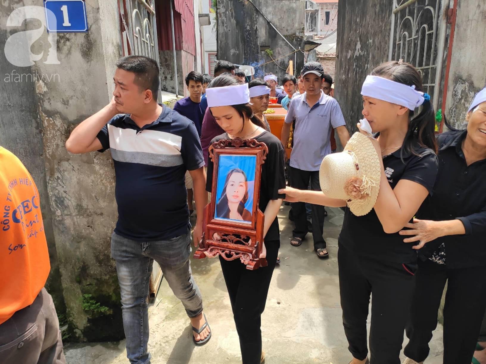 Hình ảnh đau xót: Hàng trăm người dân khóc nghẹn trong buổi tiễn biệt vợ chồng người em bị anh trai truy sát ở Đan Phượng-9