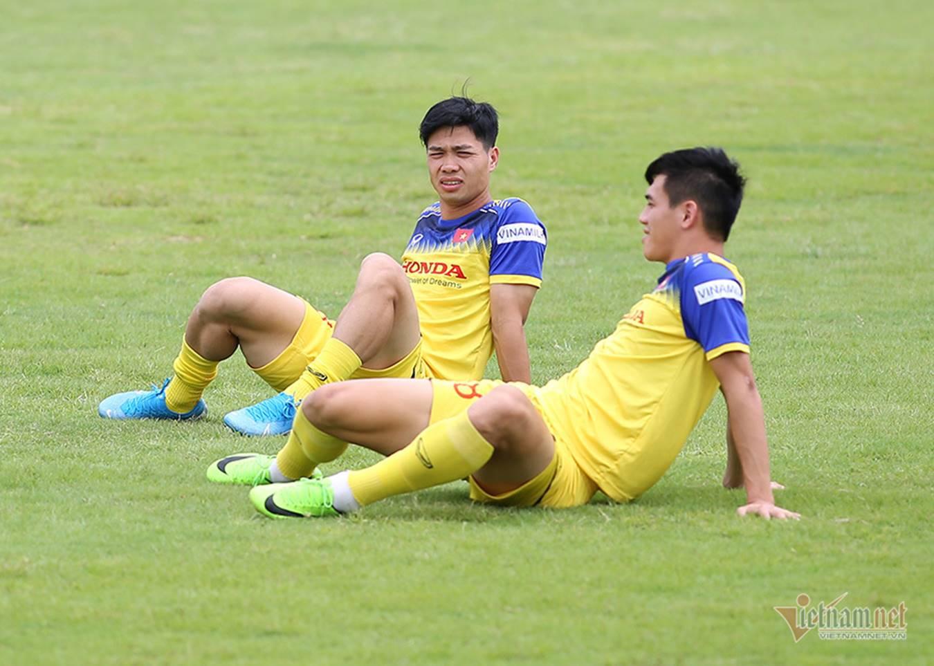 Công Phượng khoe tóc mới, đổi vía đấu Thái Lan-6
