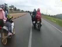 Clip: Phượt thủ vượt ẩu, tông 2 người đi xe máy ngã văng xuống đường rồi bỏ chạy