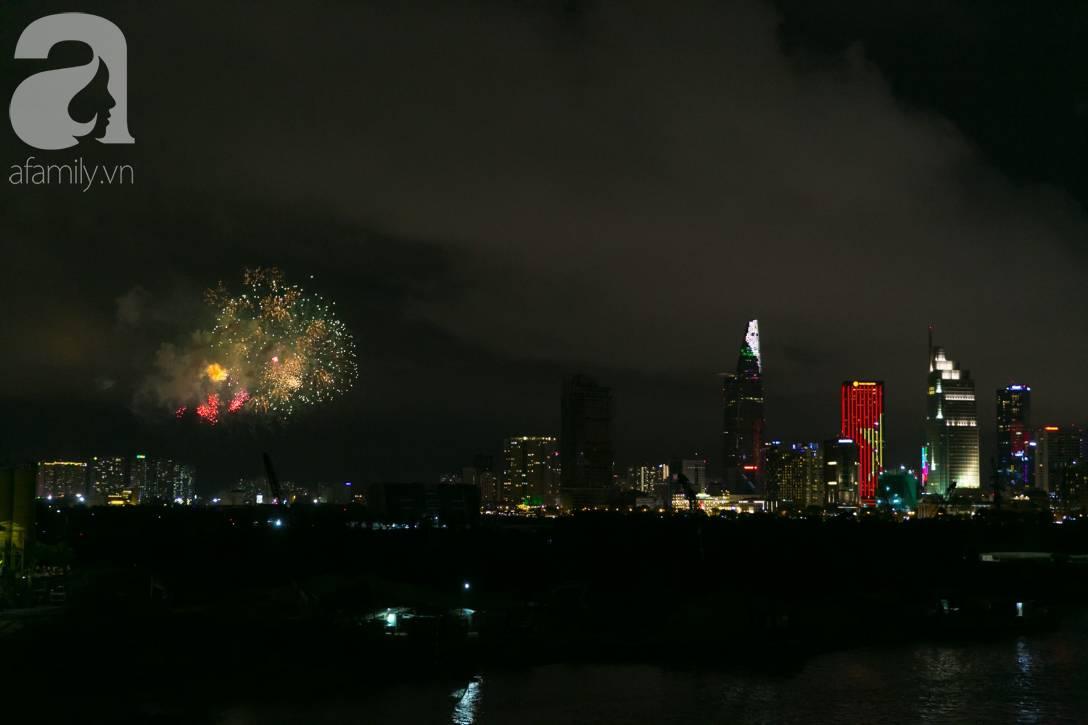 Khoảnh khắc bầu trời Sài Gòn rực sáng trong màn trình diễn pháo hoa tuyệt đẹp mừng lễ Quốc khánh 2/9-2