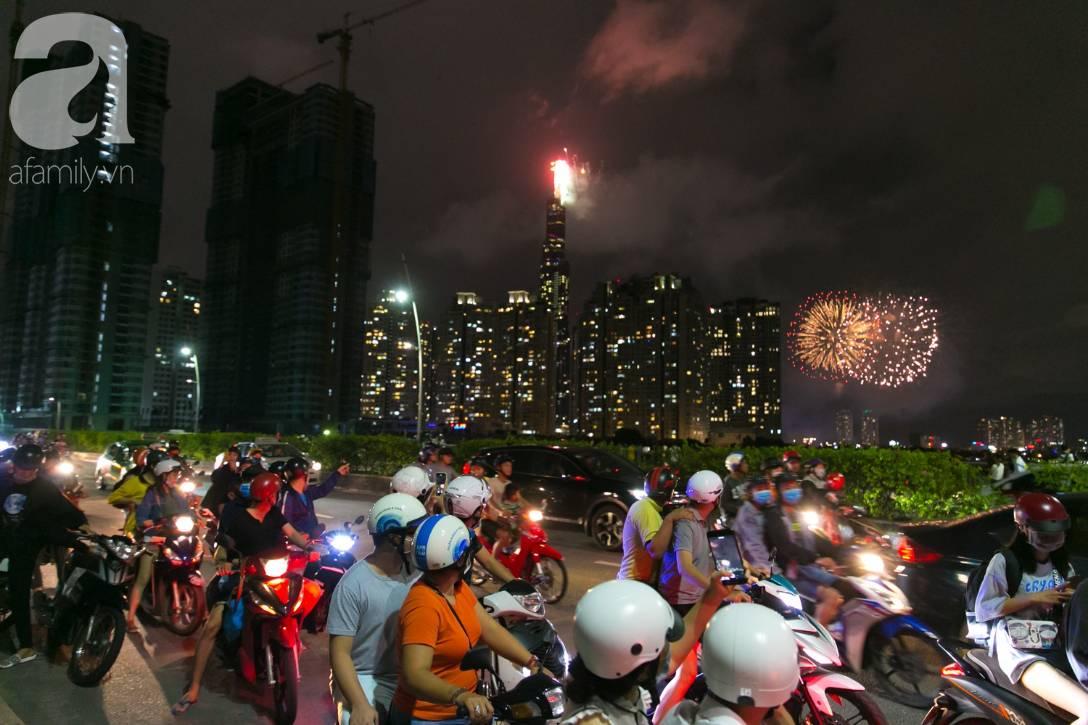 Khoảnh khắc bầu trời Sài Gòn rực sáng trong màn trình diễn pháo hoa tuyệt đẹp mừng lễ Quốc khánh 2/9-3