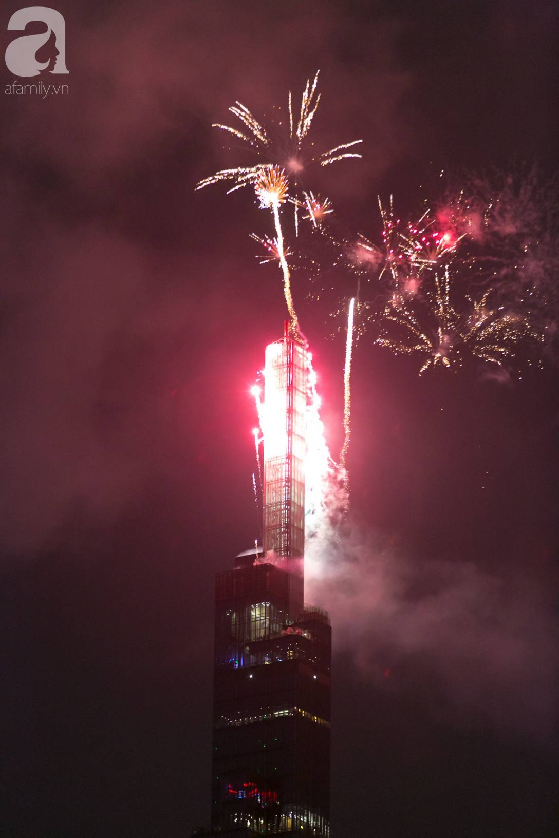 Khoảnh khắc bầu trời Sài Gòn rực sáng trong màn trình diễn pháo hoa tuyệt đẹp mừng lễ Quốc khánh 2/9-4