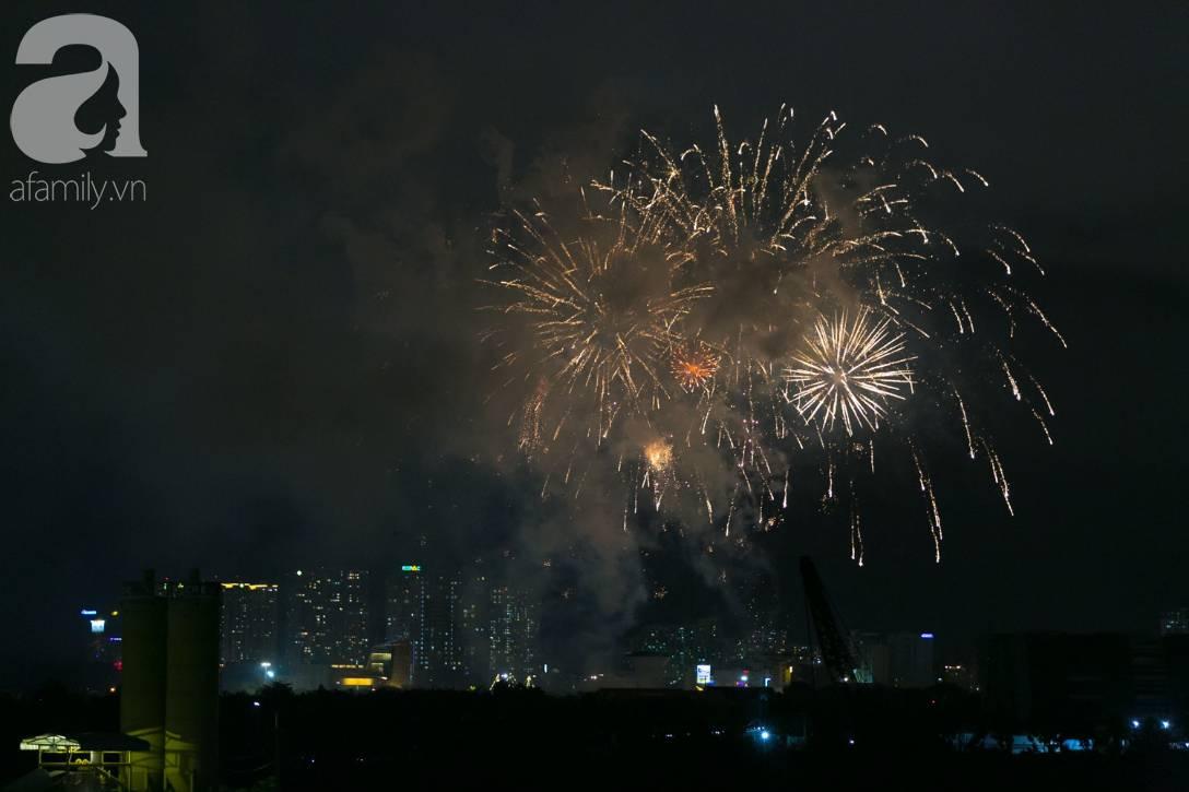Khoảnh khắc bầu trời Sài Gòn rực sáng trong màn trình diễn pháo hoa tuyệt đẹp mừng lễ Quốc khánh 2/9-7