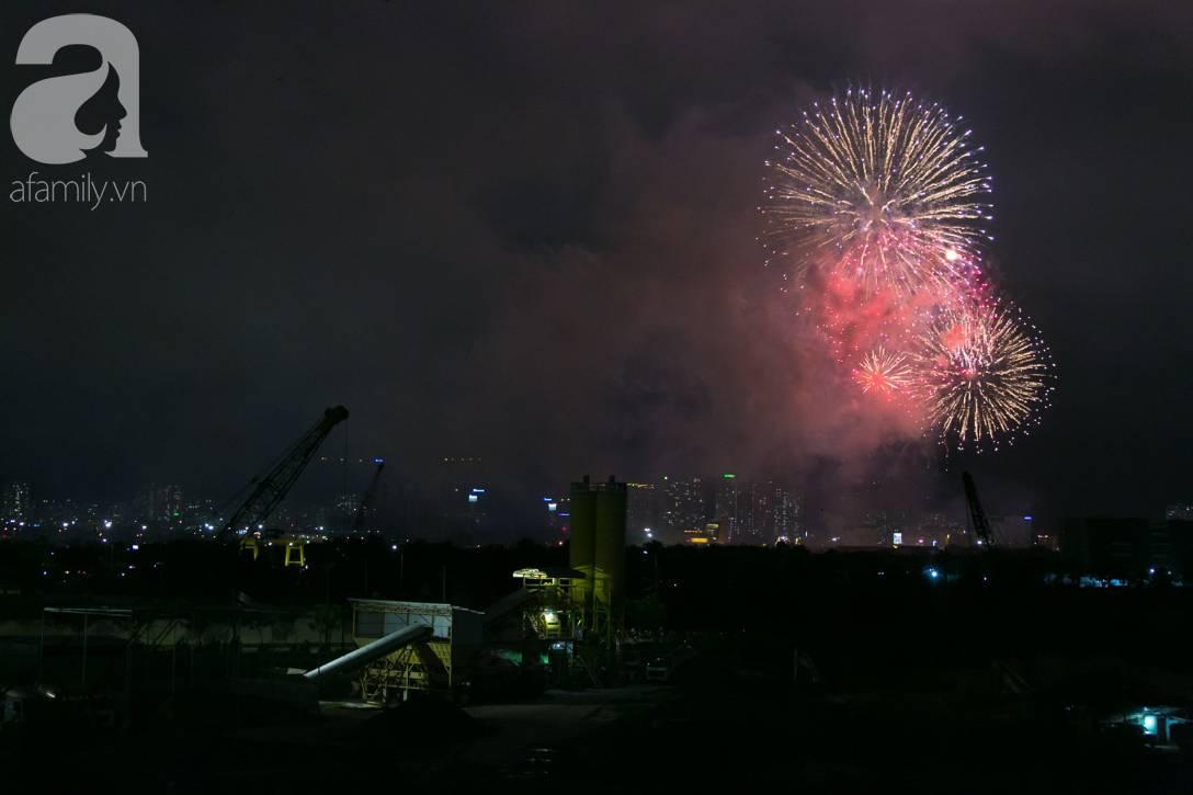 Khoảnh khắc bầu trời Sài Gòn rực sáng trong màn trình diễn pháo hoa tuyệt đẹp mừng lễ Quốc khánh 2/9-9