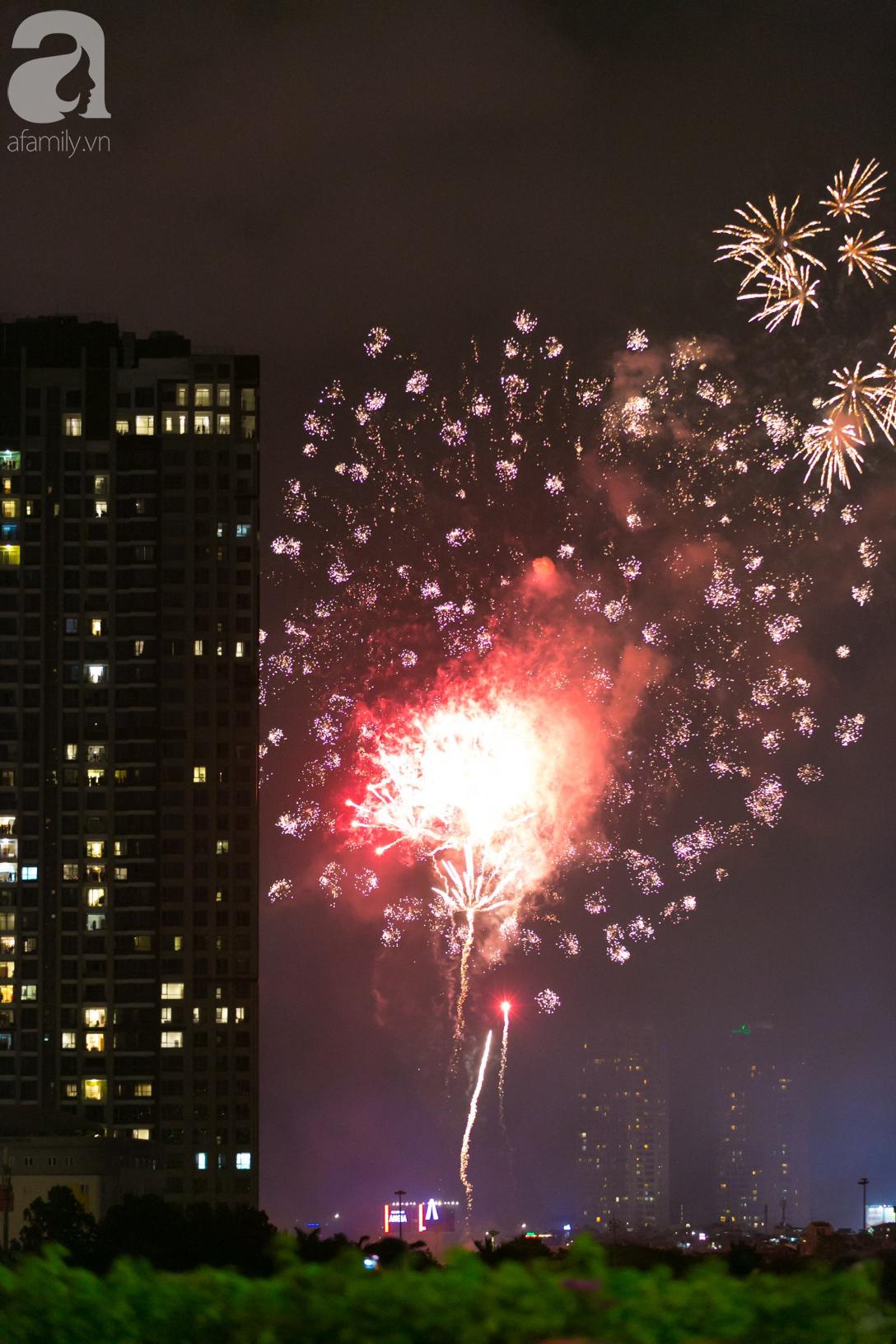 Khoảnh khắc bầu trời Sài Gòn rực sáng trong màn trình diễn pháo hoa tuyệt đẹp mừng lễ Quốc khánh 2/9-20