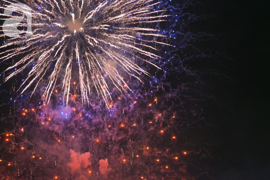 Khoảnh khắc bầu trời Sài Gòn rực sáng trong màn trình diễn pháo hoa tuyệt đẹp mừng lễ Quốc khánh 2/9-10