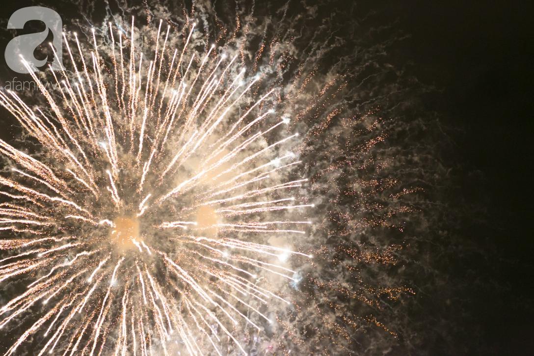 Khoảnh khắc bầu trời Sài Gòn rực sáng trong màn trình diễn pháo hoa tuyệt đẹp mừng lễ Quốc khánh 2/9-11
