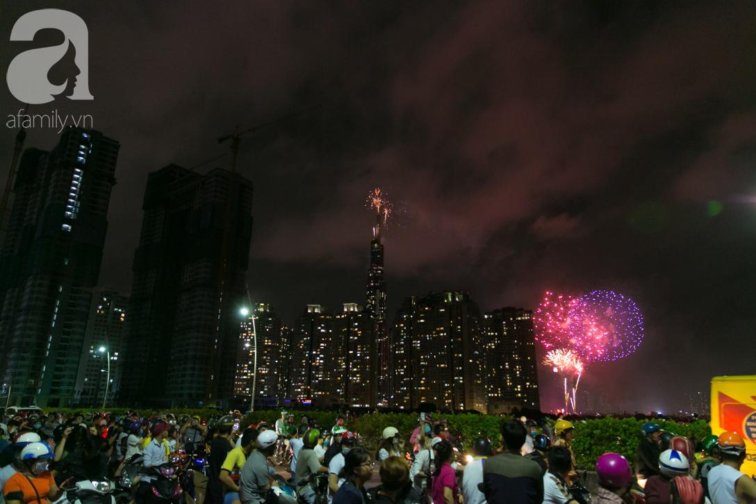 Khoảnh khắc bầu trời Sài Gòn rực sáng trong màn trình diễn pháo hoa tuyệt đẹp mừng lễ Quốc khánh 2/9-16