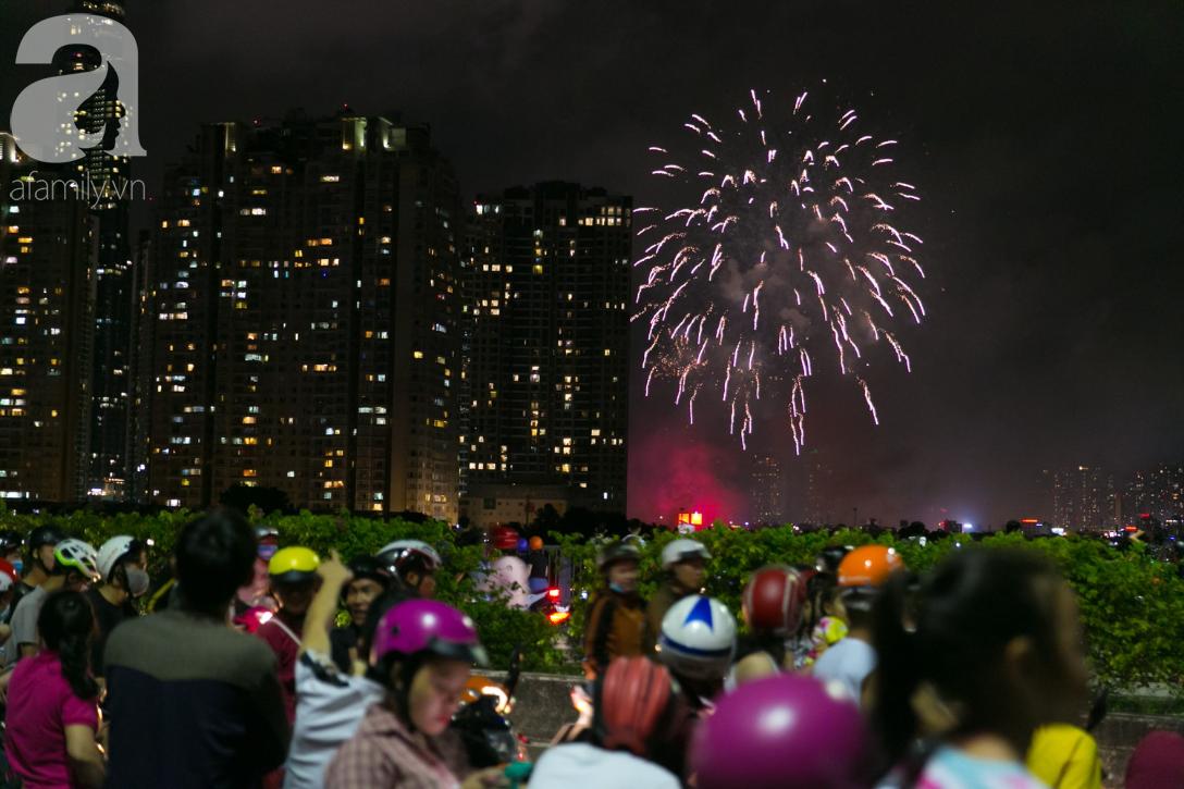 Khoảnh khắc bầu trời Sài Gòn rực sáng trong màn trình diễn pháo hoa tuyệt đẹp mừng lễ Quốc khánh 2/9-15