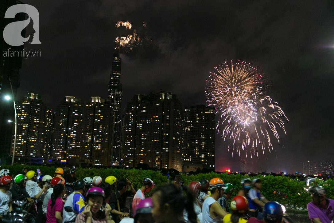 Khoảnh khắc bầu trời Sài Gòn rực sáng trong màn trình diễn pháo hoa tuyệt đẹp mừng lễ Quốc khánh 2/9-14