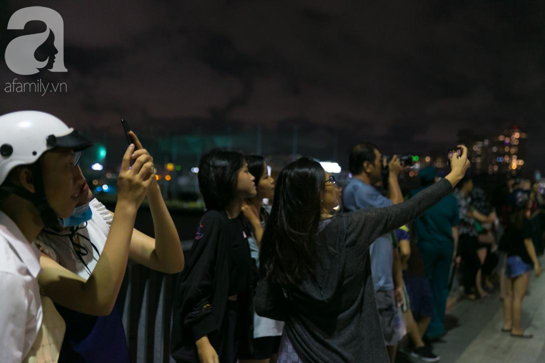 Khoảnh khắc bầu trời Sài Gòn rực sáng trong màn trình diễn pháo hoa tuyệt đẹp mừng lễ Quốc khánh 2/9-19