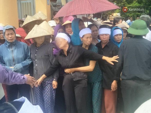 Tình người trong vụ anh ruột thảm sát cả nhà em trai: Người dân chung tay vắt sữa cho bé gái hơn một tháng tuổi đã vĩnh viễn mất mẹ-2