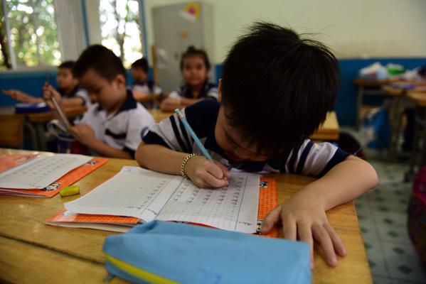 Bạn bè thạo đọc viết, con vào lớp 1 tôi lo phát khóc-1