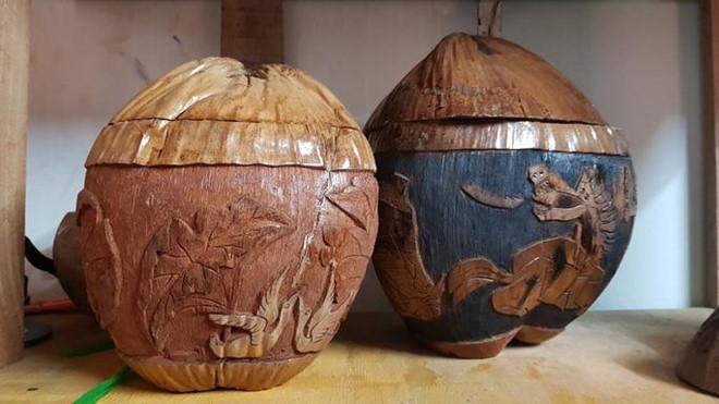 Thổi hồn vào vỏ dừa khô, bán 1,2 triệu đồng/cái-3