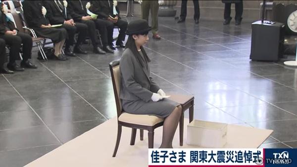Công chúa xinh đẹp nhất Nhật Bản gây sốt với phong thái chuẩn mực khi lên xe ô tô, vậy mới thấy làm người hoàng gia không hề dễ dàng-4
