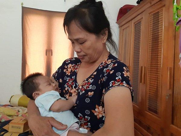 Bố bé gái thoát nạn trong vụ thảm sát ở Đan Phượng: Con nhớ hơi ấm, bầu sữa của mẹ-1