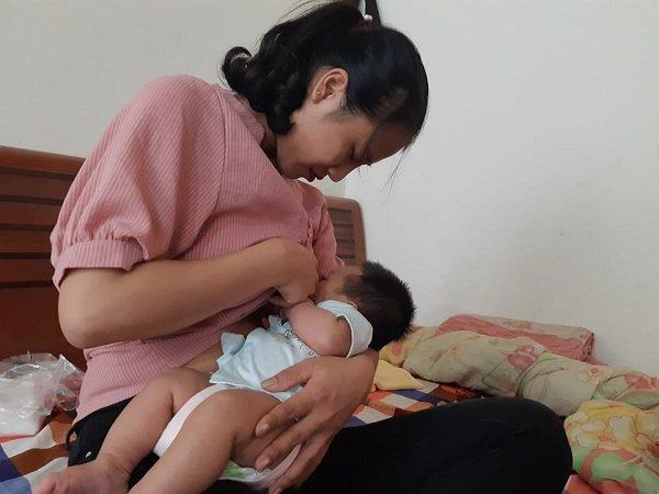 Bố bé gái thoát nạn trong vụ thảm sát ở Đan Phượng: Con nhớ hơi ấm, bầu sữa của mẹ-7