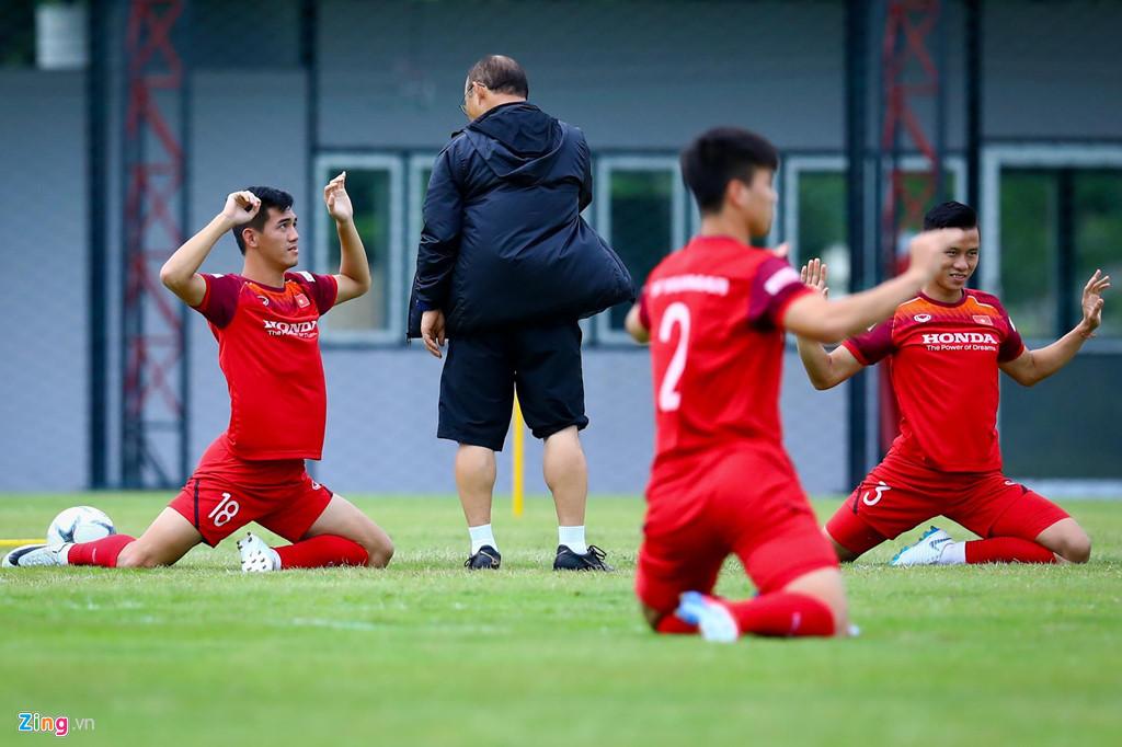 HLV Park động viên Công Phượng trước trận gặp Thái Lan-2