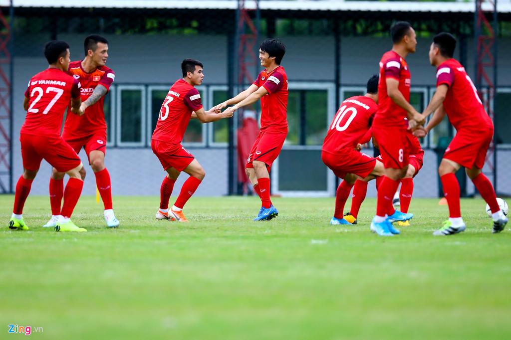 HLV Park động viên Công Phượng trước trận gặp Thái Lan-8