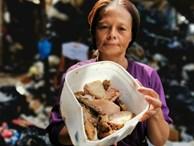 """Bữa tiệc """"thịnh soạn"""" của dân xóm ổ chuột: Những miếng thịt thừa từ bãi rác thành bữa ăn có thịt cho người nghèo"""