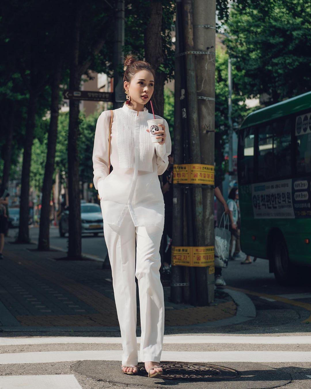 Nàng công sở không bao giờ lo mặc xấu, nếu biết 12 công thức diện áo sơ mi trắng tuyệt xinh từ các mỹ nhân Việt-4