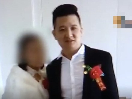 Vừa cưới được 1 tháng, chồng phát hiện bí mật động trời giữa vợ với anh chàng mai mối