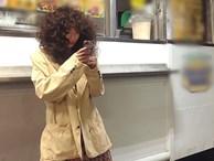 HyunA ăn mặc lôi thôi, để tóc xoăn xù rối bời đầu to gấp 3 lần người khác