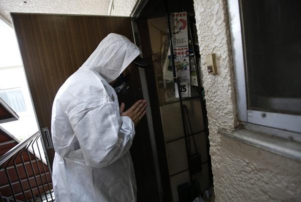 Nhật Bản: Dọn dẹp nhà cửa cho những xác chết cô độc với lương tháng trăm triệu nhưng không mấy ai dám làm-7