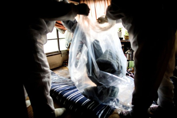 Nhật Bản: Dọn dẹp nhà cửa cho những xác chết cô độc với lương tháng trăm triệu nhưng không mấy ai dám làm-8