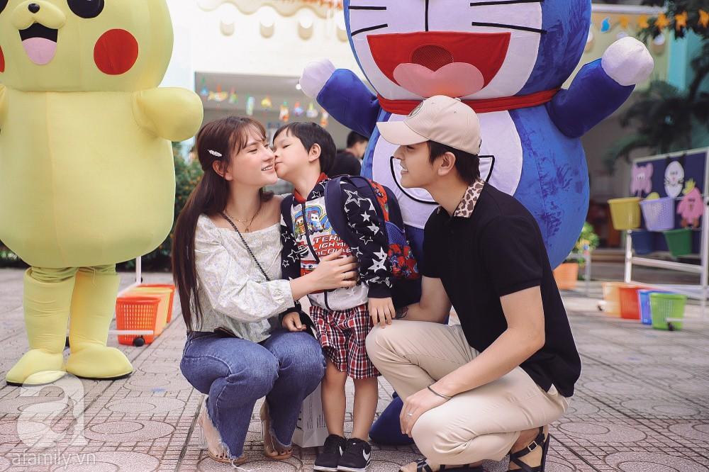 Thu Thủy cùng chồng kém 10 tuổi hào hứng đưa bé Henry tới trường trong ngày khai giảng năm học mới, bỏ qua loạt ồn ào không đáng có-5