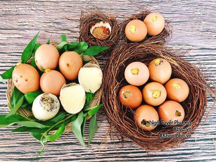 Chán luộc, đem trứng gà nướng lên thơm nức mũi, cả nhà ăn 1 lại muốn ăn 2-1