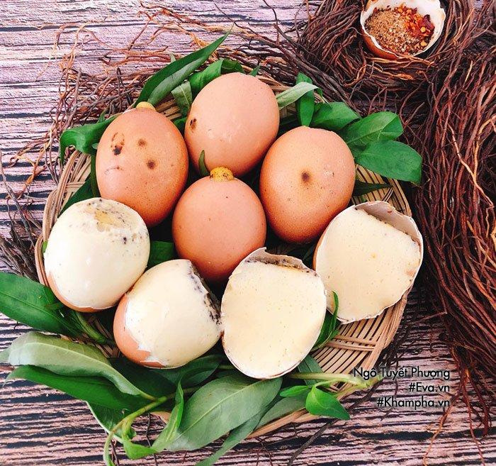 Chán luộc, đem trứng gà nướng lên thơm nức mũi, cả nhà ăn 1 lại muốn ăn 2-3