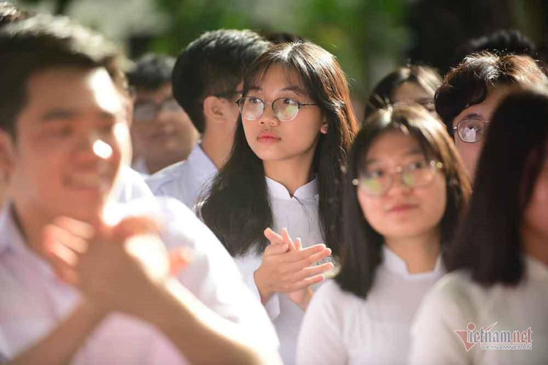 Hình ảnh 'đốn tim' của các nữ sinh ngày khai giảng-7