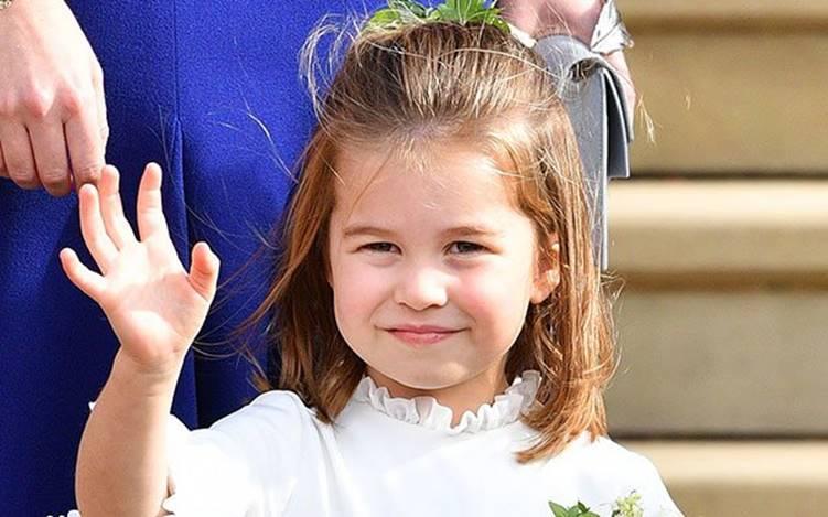 Hôm nay công chúa Charlotte dự lễ khai giảng đầu đời, học phí hoá ra thua xa con sao Việt-1