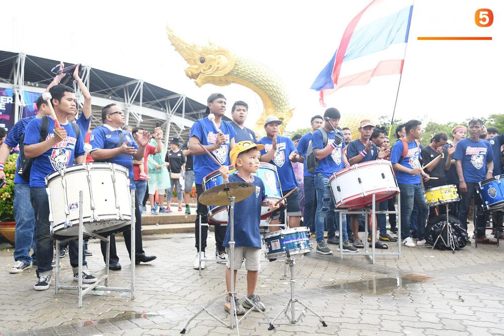 Hiệp một kết thúc với tỷ số hòa không bàn thắng, CĐV Việt Nam thở phào trước hàng loạt pha hãm thành của Thái Lan-51