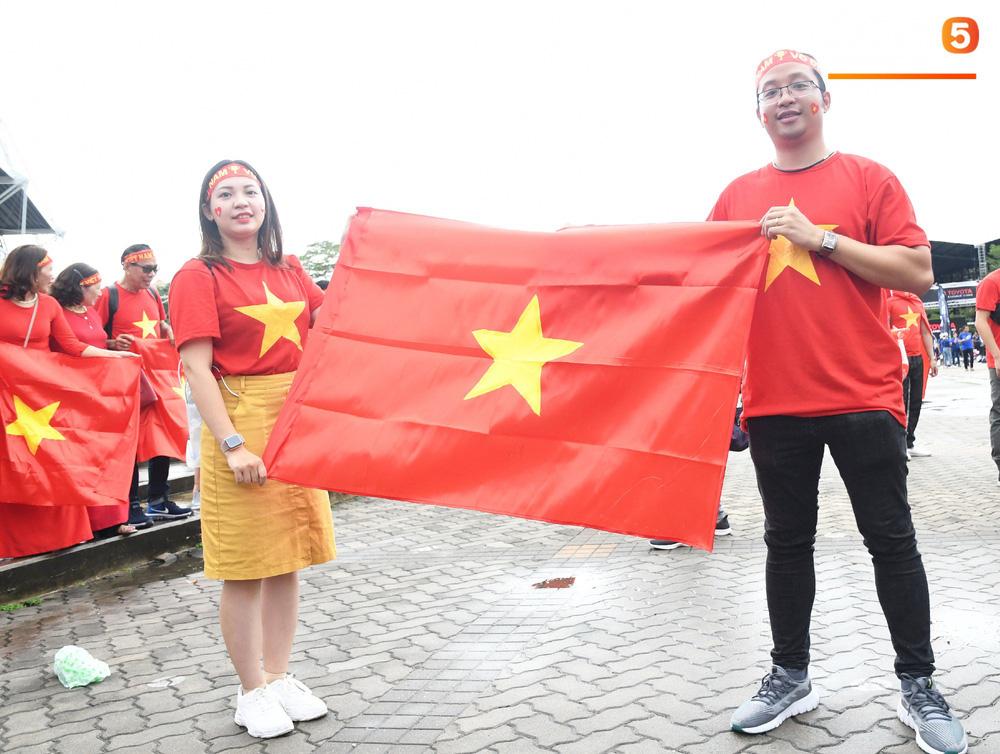 Hiệp một kết thúc với tỷ số hòa không bàn thắng, CĐV Việt Nam thở phào trước hàng loạt pha hãm thành của Thái Lan-52