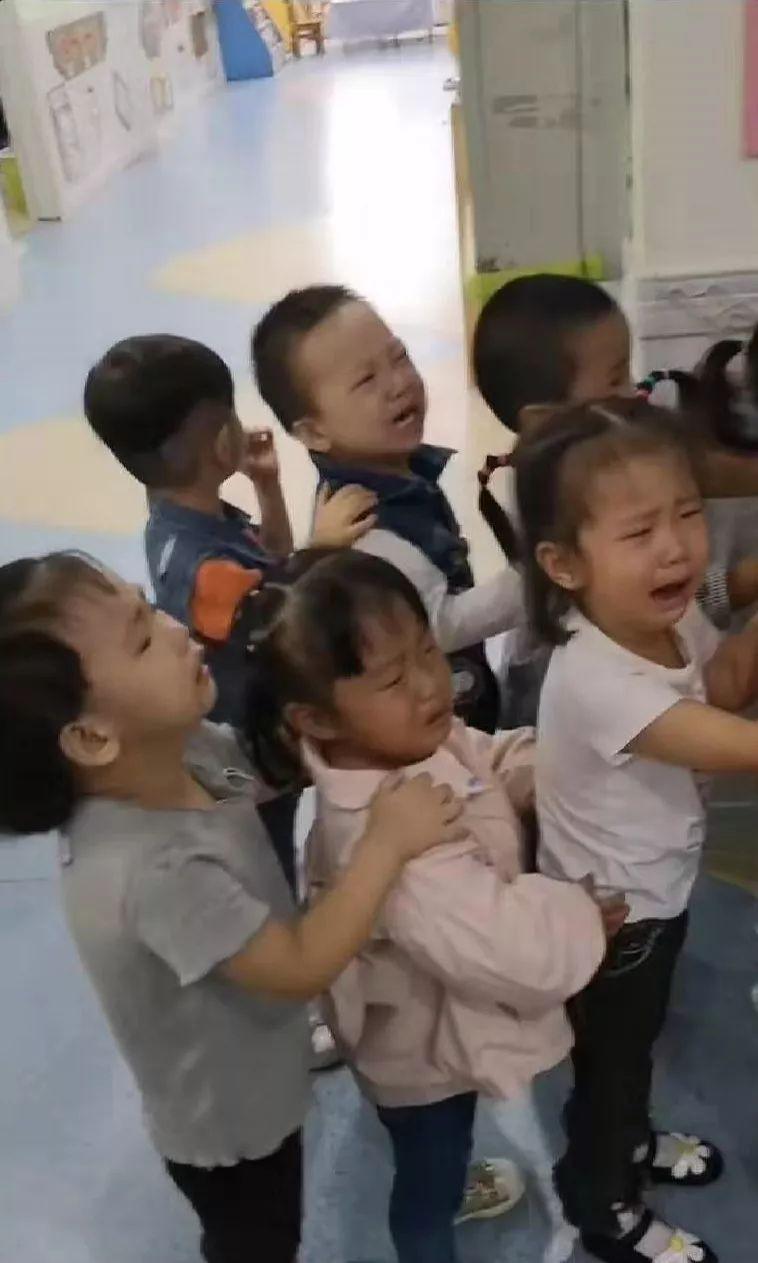 Mặc cả Học đúng 2 phút rồi về: Những tình huống cười ra nước mắt trong ngày đầu con đến trường-4