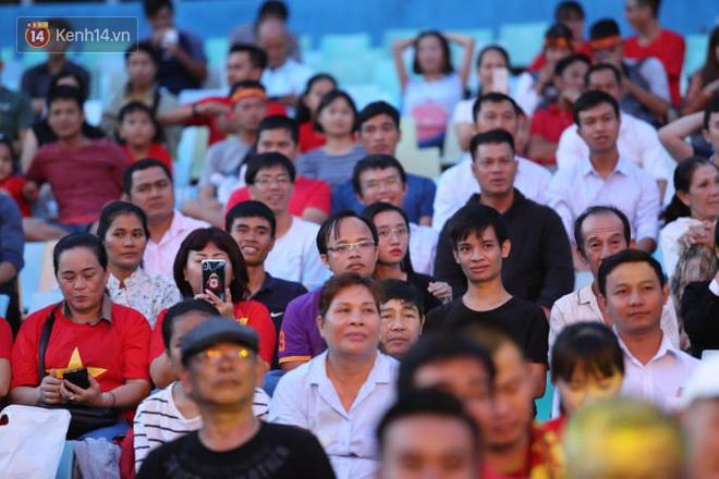 Hiệp một kết thúc với tỷ số hòa không bàn thắng, CĐV Việt Nam thở phào trước hàng loạt pha hãm thành của Thái Lan-20
