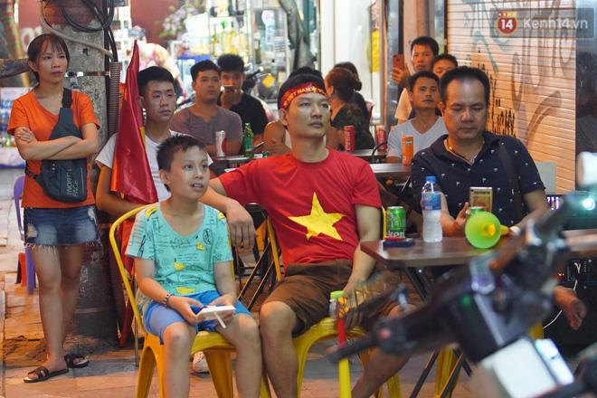 Hiệp một kết thúc với tỷ số hòa không bàn thắng, CĐV Việt Nam thở phào trước hàng loạt pha hãm thành của Thái Lan-6