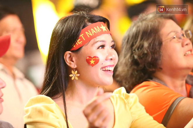 Hiệp một kết thúc với tỷ số hòa không bàn thắng, CĐV Việt Nam thở phào trước hàng loạt pha hãm thành của Thái Lan-26