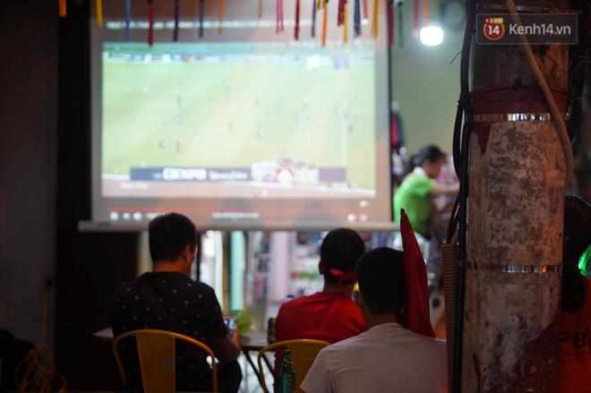 Hiệp một kết thúc với tỷ số hòa không bàn thắng, CĐV Việt Nam thở phào trước hàng loạt pha hãm thành của Thái Lan-3