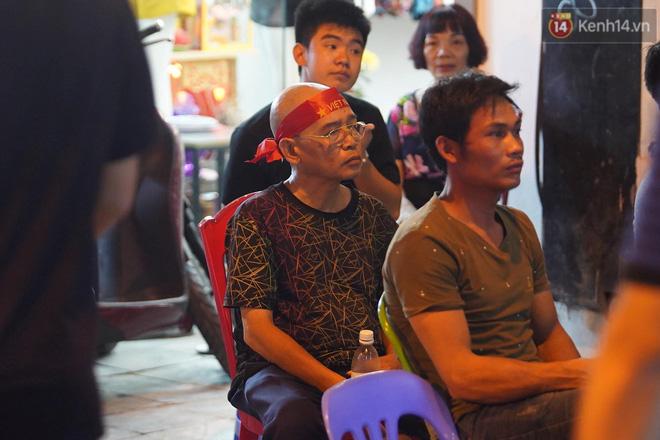 Hiệp một kết thúc với tỷ số hòa không bàn thắng, CĐV Việt Nam thở phào trước hàng loạt pha hãm thành của Thái Lan-1