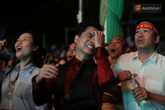 Hiệp một kết thúc với tỷ số hòa không bàn thắng, CĐV Việt Nam thở phào trước hàng loạt pha hãm thành của Thái Lan-4