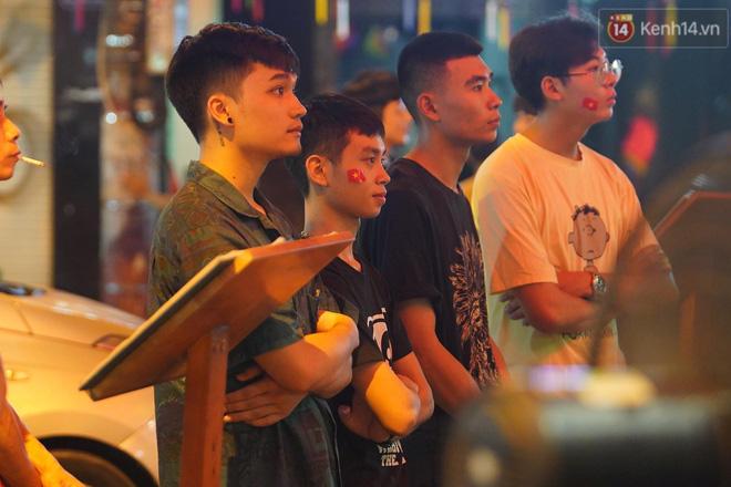 Hiệp một kết thúc với tỷ số hòa không bàn thắng, CĐV Việt Nam thở phào trước hàng loạt pha hãm thành của Thái Lan-7