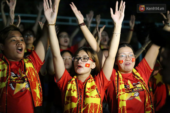 Hiệp một kết thúc với tỷ số hòa không bàn thắng, CĐV Việt Nam thở phào trước hàng loạt pha hãm thành của Thái Lan-9