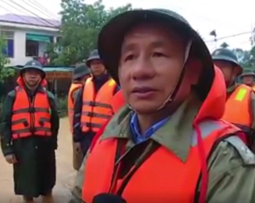 Mưa lũ kinh hoàng tại Hà Tĩnh: Nhà ngập đến tận nóc, người dân khốn khổ sống cô lập trong biển nước-10