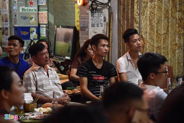 Người hâm mộ Việt Nam thở phào sau khi hòa Thái 0 - 0-24