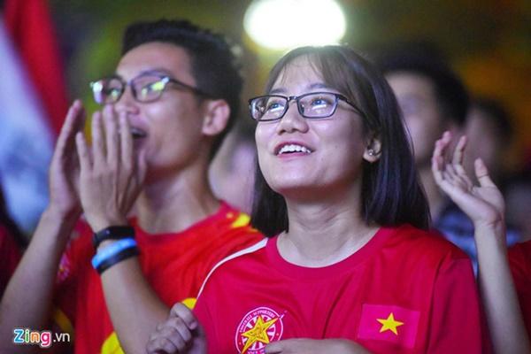 Người hâm mộ Việt Nam thở phào sau khi hòa Thái 0 - 0-28