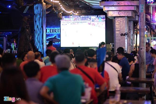 Người hâm mộ Việt Nam thở phào sau khi hòa Thái 0 - 0-29